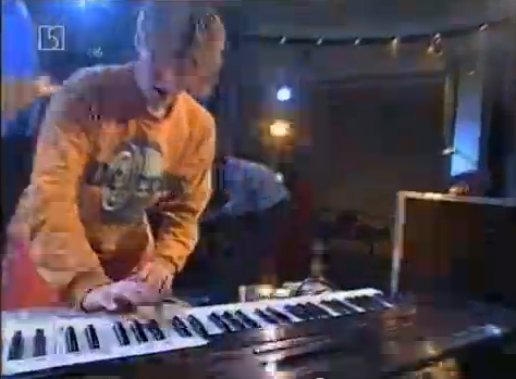 "Mijk van plays ""Schöneberg"" live on German TV (1994)"
